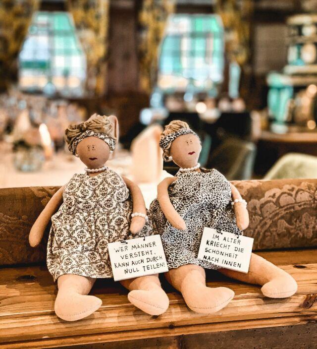 😉😇 Wer kennt diese beiden Damen?⠀ ⠀ #innocent #fun #deco #postlermoosmoments #hotelpostlermoos #handmadewithlove